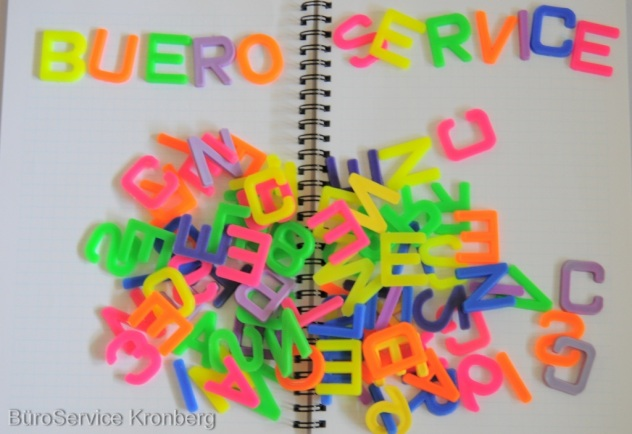 Professioneller Büroservice erledigt Schreibarbeiten